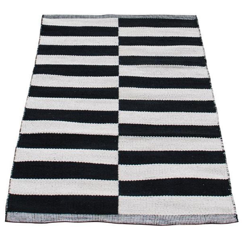 aspegren teppich design lines aus baumwolle in schwarz wei grafischer l ufer tujuh sch ne dinge. Black Bedroom Furniture Sets. Home Design Ideas