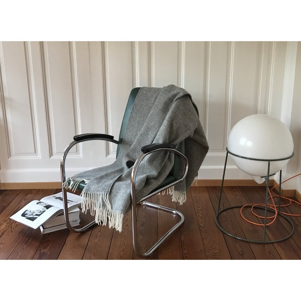 wolldecke plaid in grau skandinavsich. Black Bedroom Furniture Sets. Home Design Ideas
