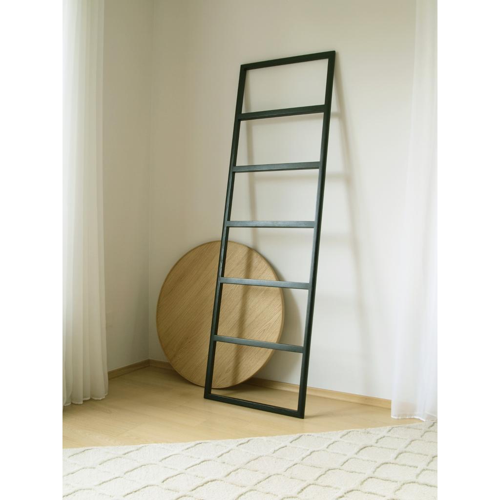 handtuchhalter aus holz in schwarz hiis design. Black Bedroom Furniture Sets. Home Design Ideas