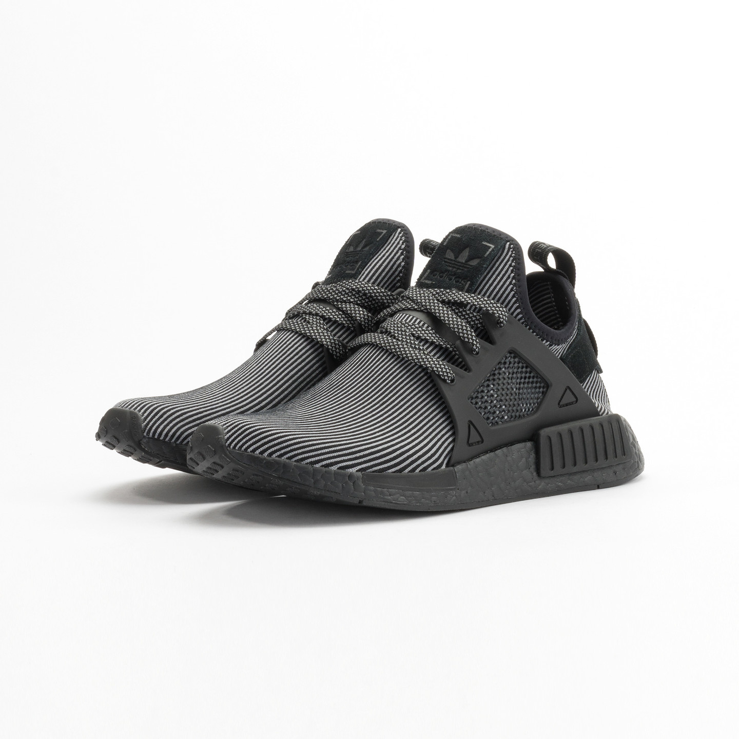 Adidas NMD XR1 Primeknit Core Black / Core Black / Running White S32211-41.33