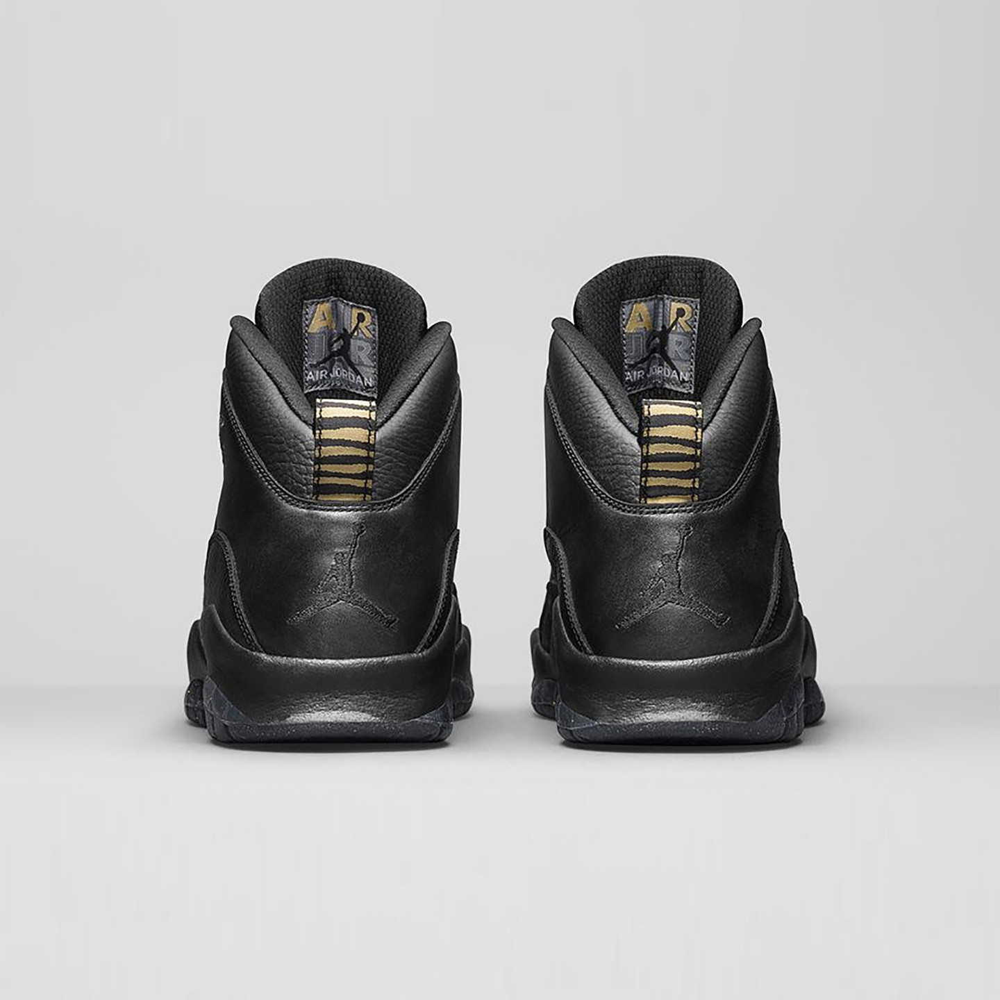 Jordan Air Jordan 10 Retro 'NYC' Black / Metallic Gold 310805-012-44