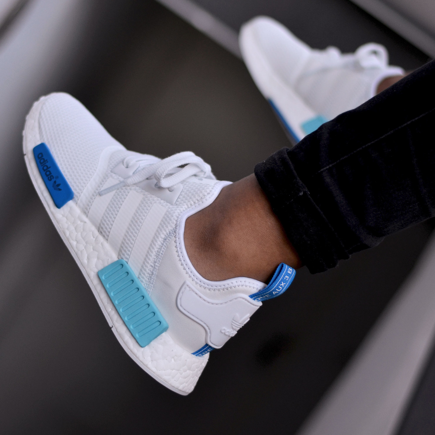 Adidas NMD R1 Runner W Ftwr White /  Blue Glow S75235-38