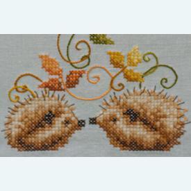 Hedgehogs and Autumn Leaves theenap - voorgedrukt borduurpakket - Vervaco      Artikelnummer: vvc-147426