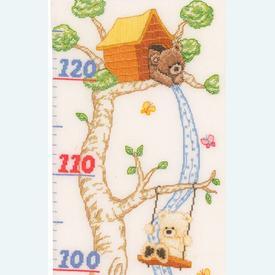 Popcorn - Growing Chart: In the Tree Hut - Borduurpakket met telpatroon | Groeimeter met beertje Popcorn | Artikelnummer: pop-145778