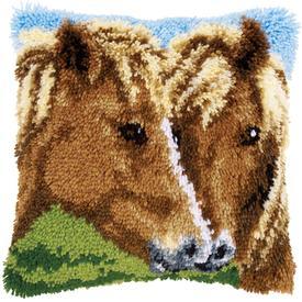 Horses - knoopkussen Vervaco | Smyrna kussen met paarden | Artikelnummer: vvc-154275
