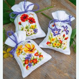 Assortiment kruidenzakjes - Summer Flowers - Handwerkpakketjes met telpatroon Vervaco |  | Artikelnummer: vvc-145823