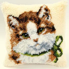 Cat with Green Bow - knoopkussen Vervaco | Smyrna kussen met poes | Artikelnummer: vvc-2560-3541