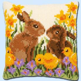 Rabbits with Chicks - Vervaco Kruissteekkussen |  | Artikelnummer: vvc-183143