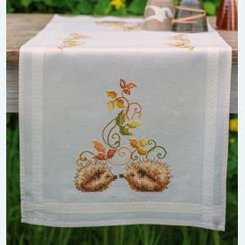 Hedgehogs and Autumn Leaves loper - voorgedrukt borduurpakket - Vervaco      Artikelnummer: vvc-147748