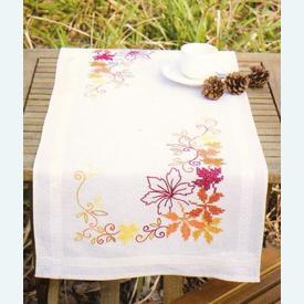 Autumn Leaves loper - voorgedrukt borduurpakket - Vervaco      Artikelnummer: vvc-145239
