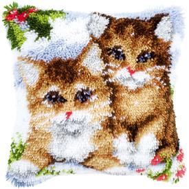 Snow Cats - knoopkussen Vervaco | Smyrna kussen met poezen in de sneeuw | Artikelnummer: vvc-145251
