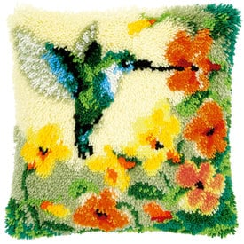 Hummingbird and Flowers - knoopkussen Vervaco | Smyrna kussen met kolibrie | Artikelnummer: vvc-146770