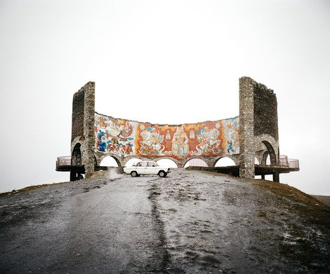Military Highway, Gudauri, Georgia, 2013 | Edition 7, Serie 'The Sochi Project' | Artikelnummer: RHO_18-50x60FAL_SR3