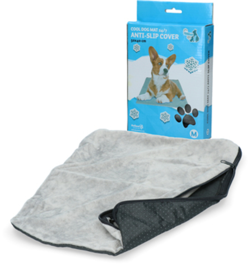 Coolpets Anti-Slip Cover 2