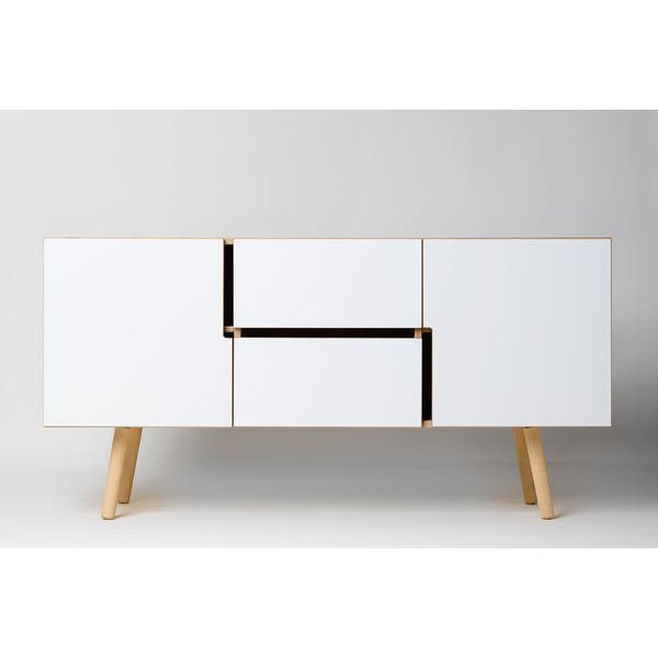 sideboard aus holz mit schiebet ren skandinavisches design. Black Bedroom Furniture Sets. Home Design Ideas