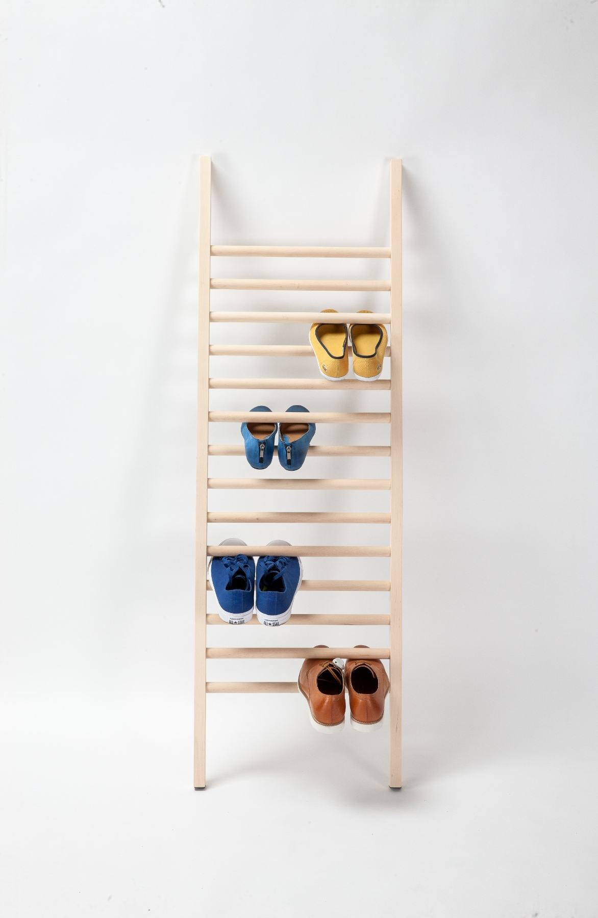 Designer schuhregal step up aus holz emko for Schuhregal design