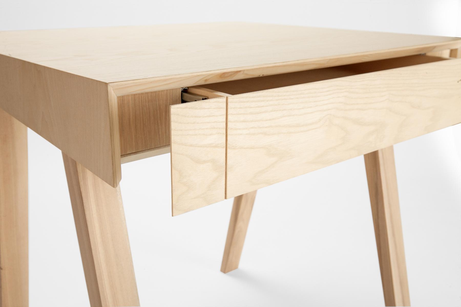 Innovativer Designer-Bürotisch 4.9 aus Massivholz - EMKO