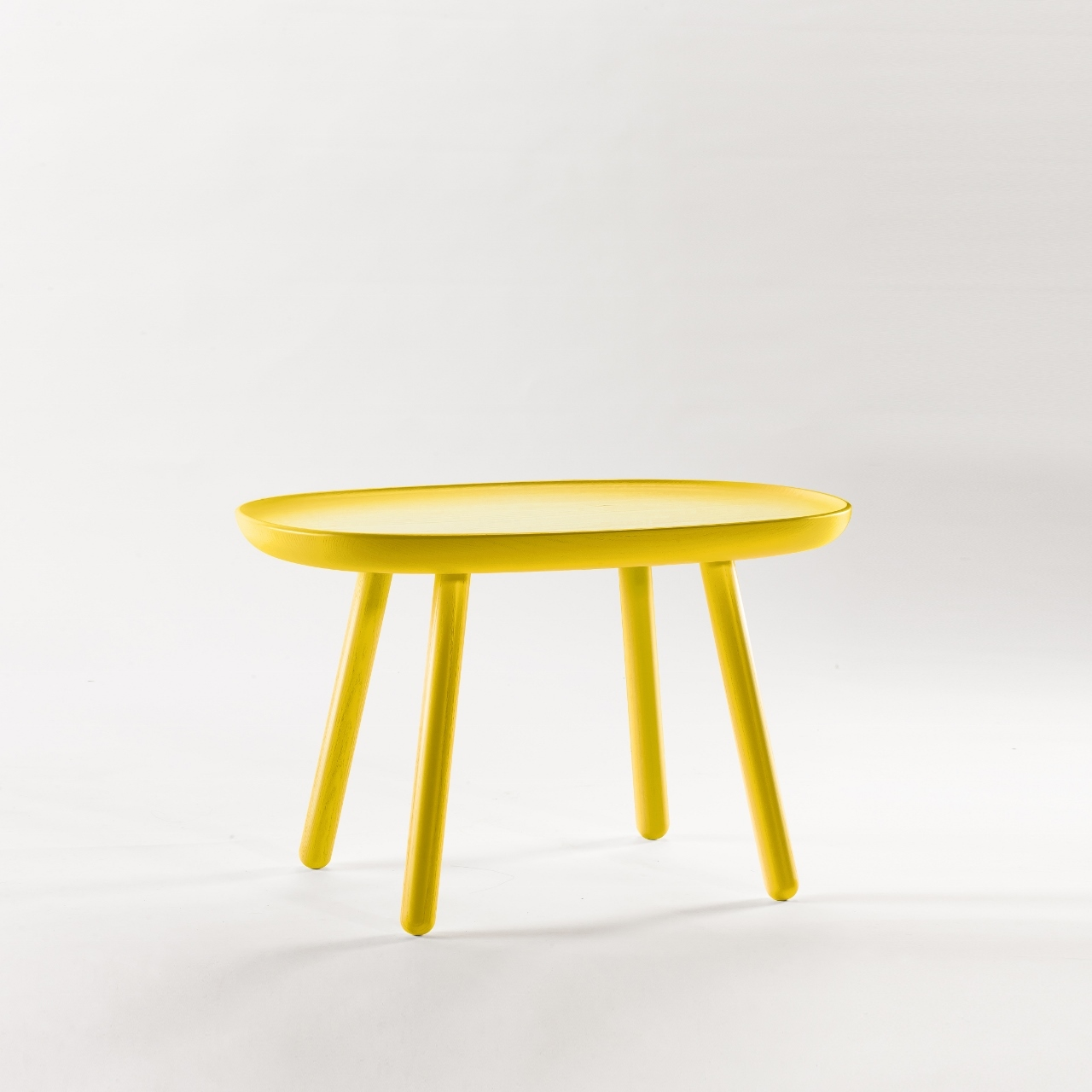 Beistelltisch oval aus holz gelb emko for Holz beistelltisch