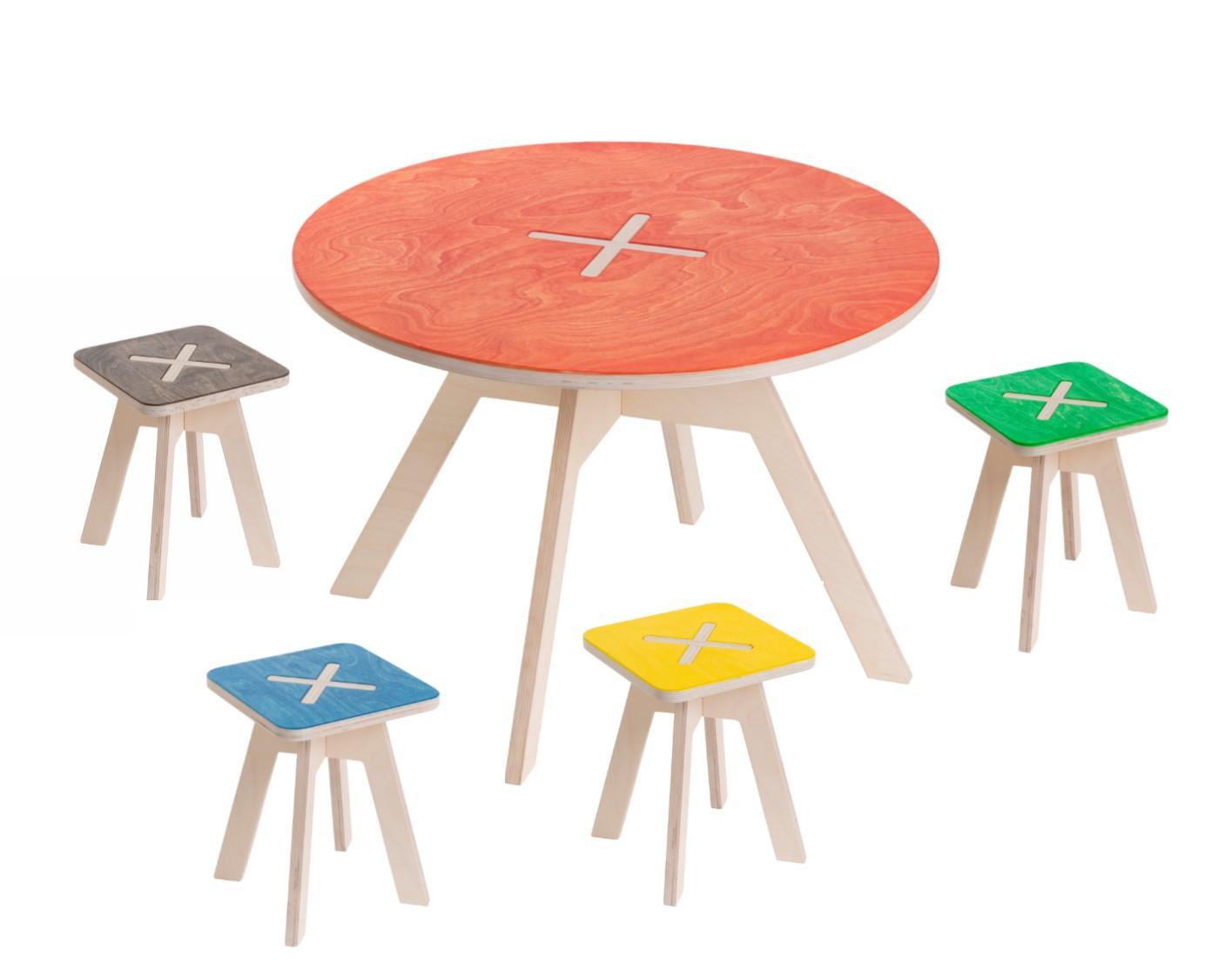kindersitzgruppe aus holz in bunten farben. Black Bedroom Furniture Sets. Home Design Ideas