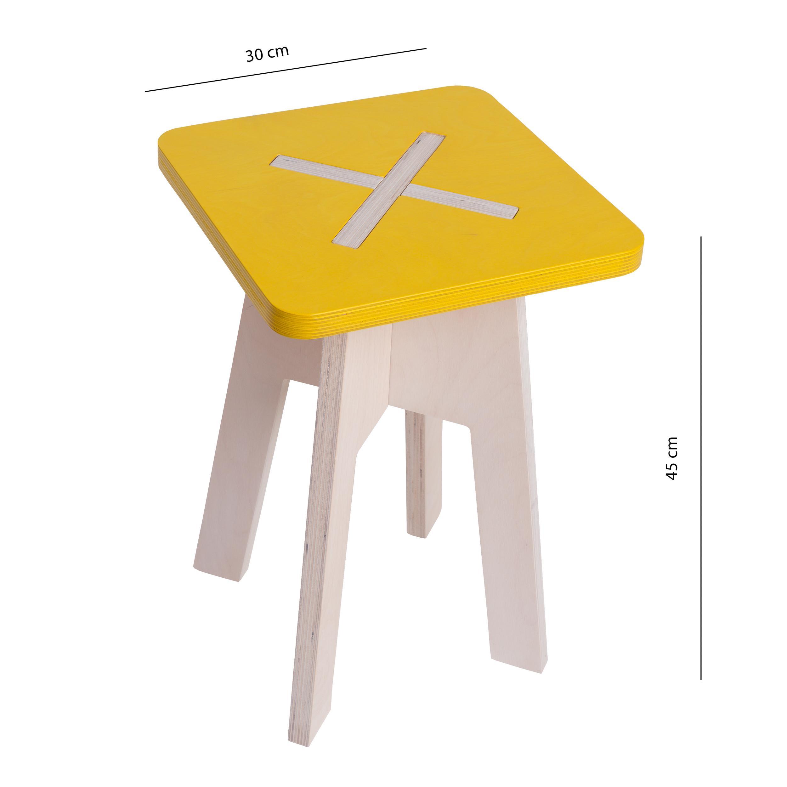 Eckiger hocker aus holz gelb for Tische holz design